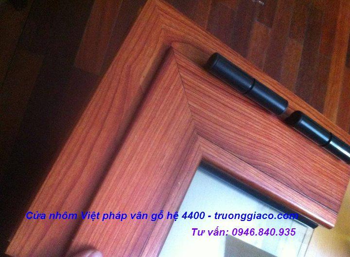 Cửa sổ nhôm kính mầu vân gỗ đẹp và sang trọng