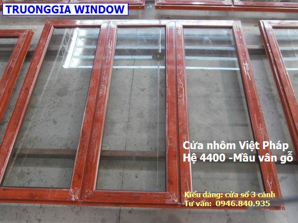 Mẫu cửa nhôm mầu vân gỗ, Việt pháp hệ 4400