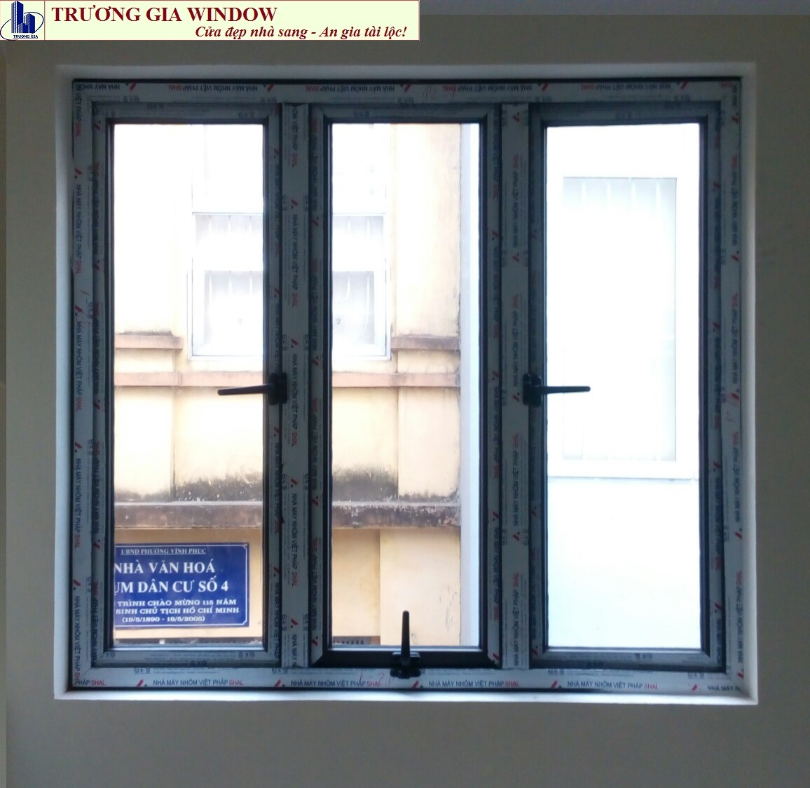 Cửa nhôm đẹp, cửa sổ mở quay